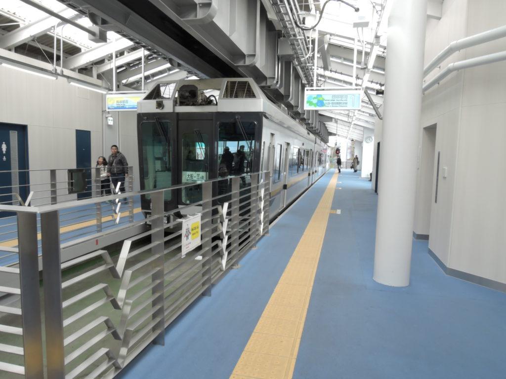 湘南江の島駅で見るモノレール