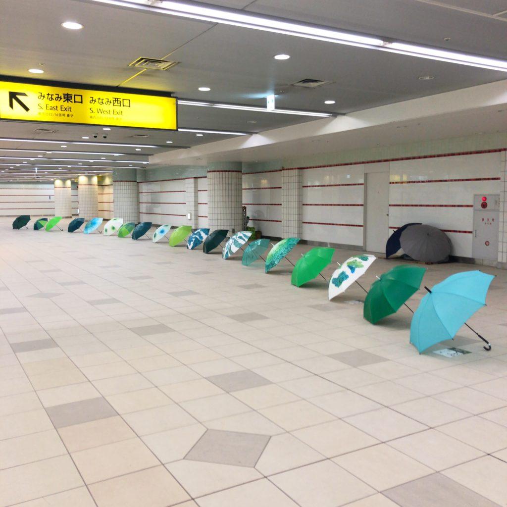 横浜駅地下の傘アート