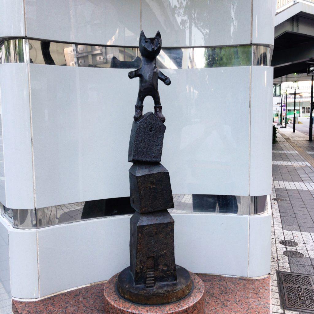 横浜駅トイレのモニュメント