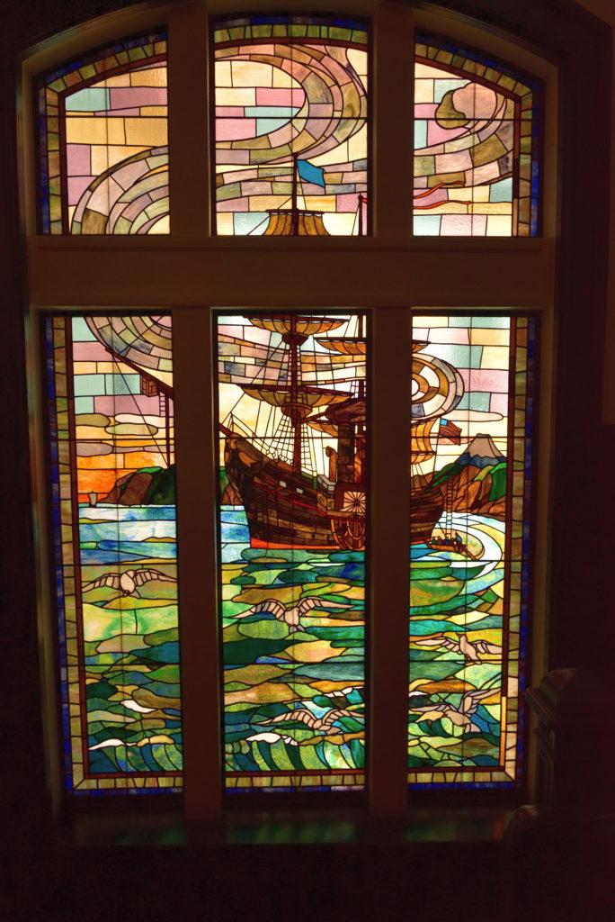 横浜市開港記念会館のステンドグラス